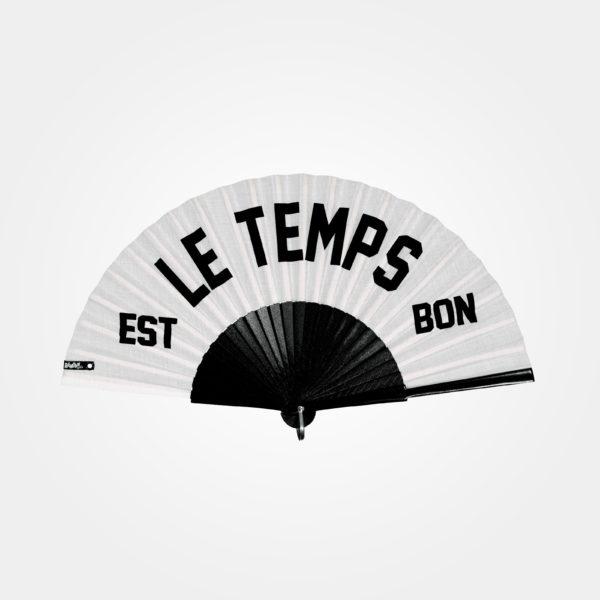 Éventail LE TEMPS EST BON en tissu blanc, sérigraphie texte noir, monture en bois peint noir