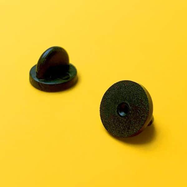 Attaches en caoutchouc noir pour pin's émaillé