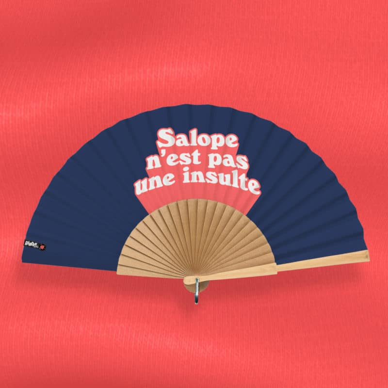 """SAL*PE N'EST PAS UNE INSULTE hand fan (""""Notif"""" series) in printed fabric, white and pink 3D typography on navy blue background, hand polished natural wood frame"""